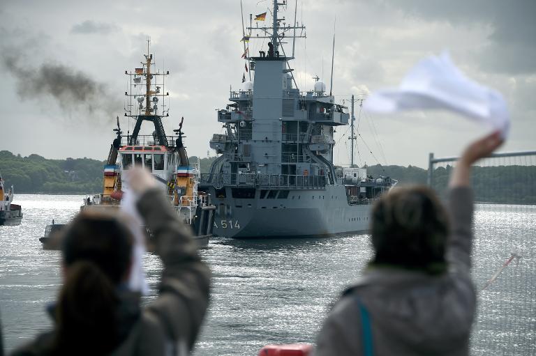 Bundeswehrschiff in Richtung Mittelmeer aufgebrochen (© 2015 AFP)