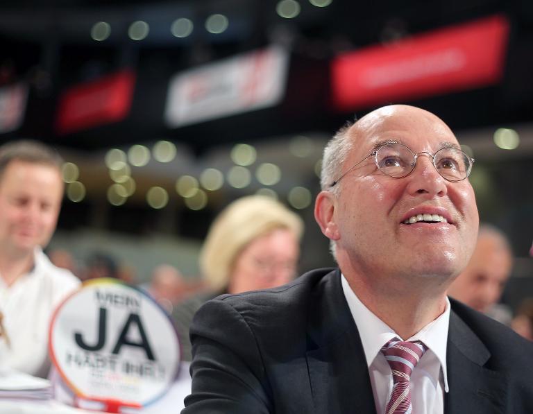 Gysi erklärt sich auf Bielefelder Parteitag (© 2015 AFP)