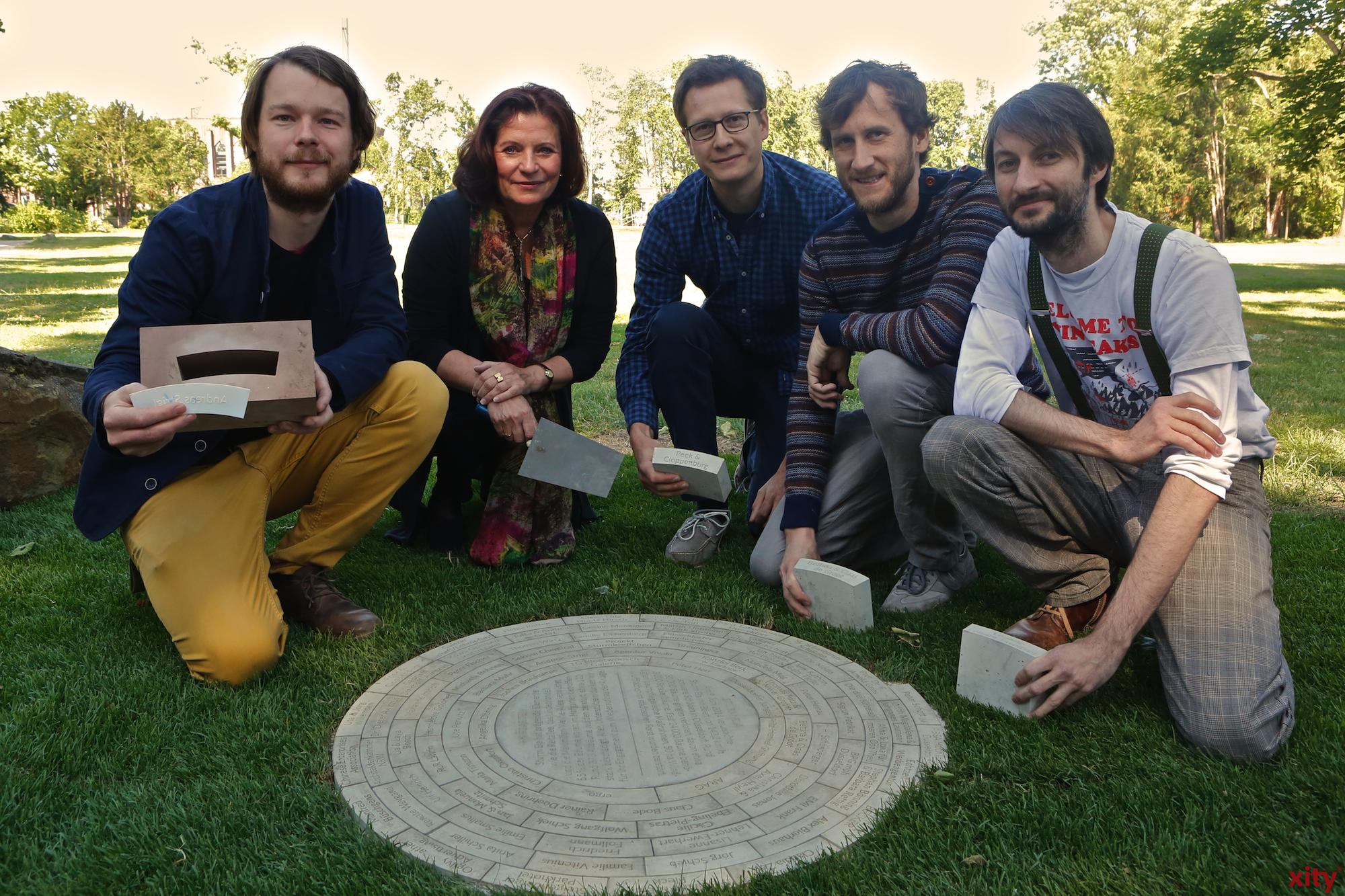 Helga Stulgies präsentierte das Denkmal gemeinsam mit den Entwicklern (Foto: xity)