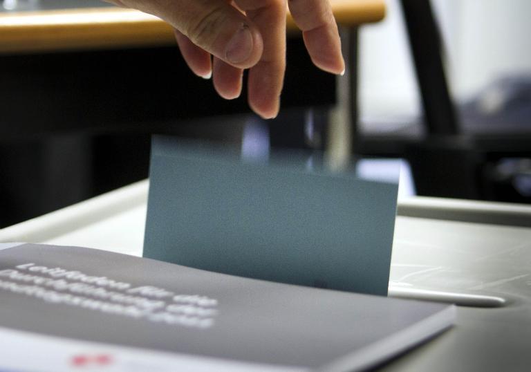 Parteien wollen gegen sinkende Wahlbeteiligung vorgehen (© 2015 AFP)
