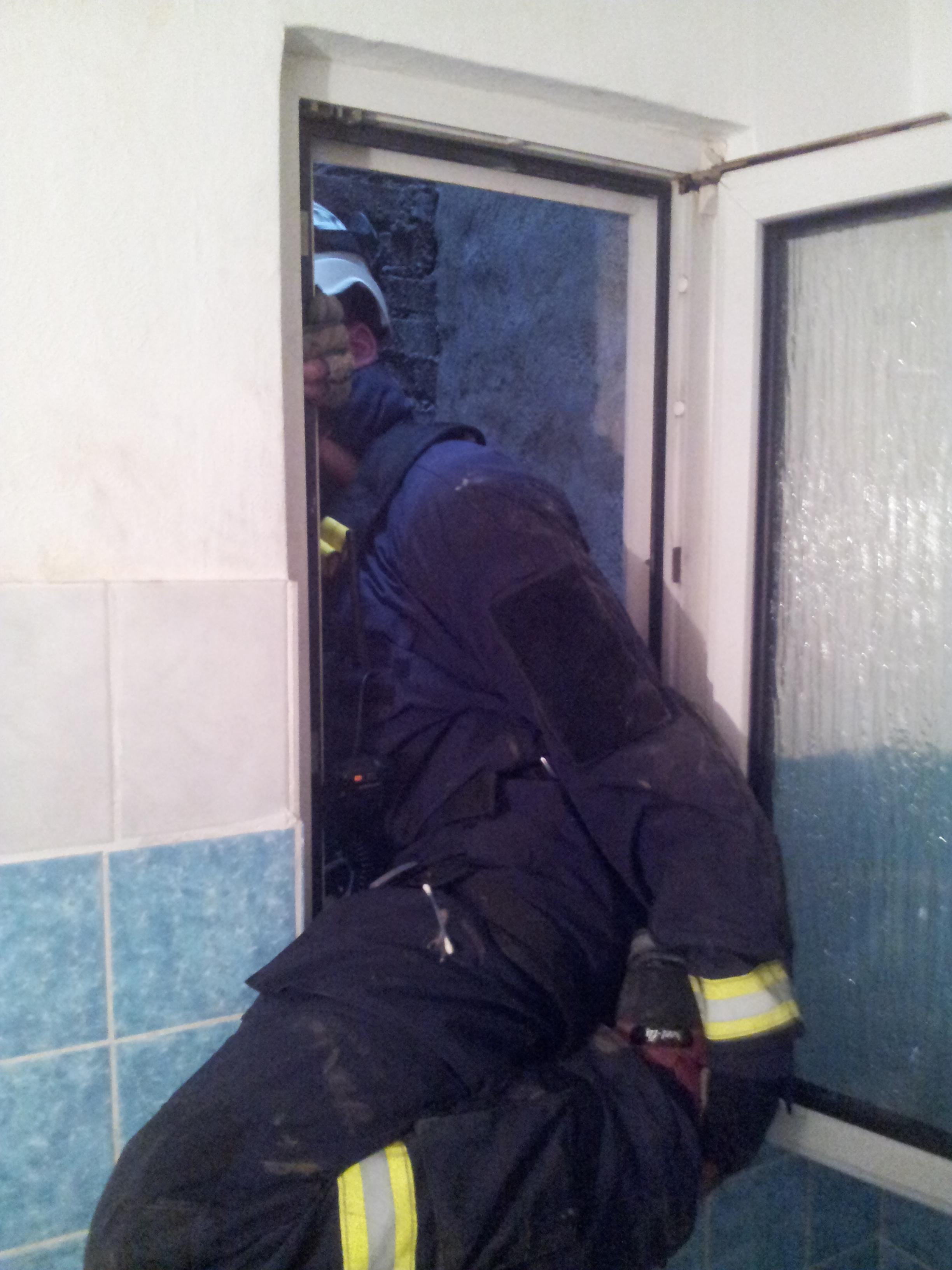 Dabei fiel das Tier bis zum Auftreffen im Keller ca. 20m tief (Foto: Feuerwehr Düsseldorf)