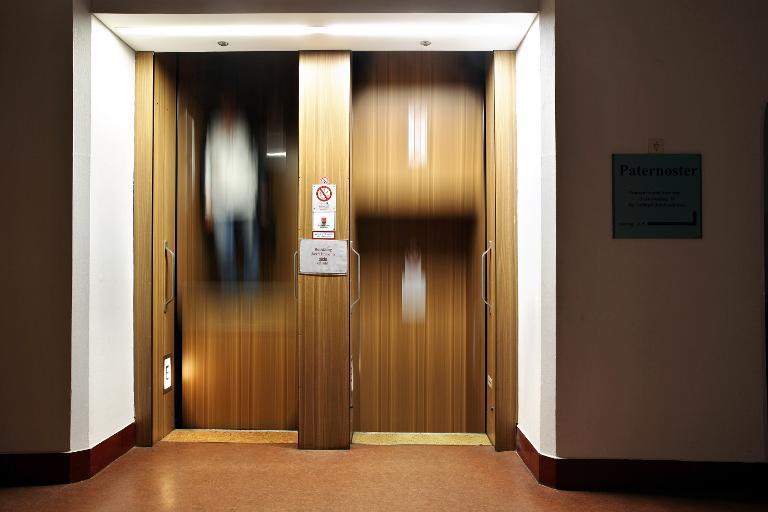 Paternoster-Aufzüge bald wieder für alle zugänglich (© 2015 AFP)