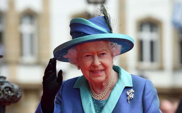 Queen beendet Staatsbesuch mit Fahrt nach Bergen-Belsen (© 2015 AFP)