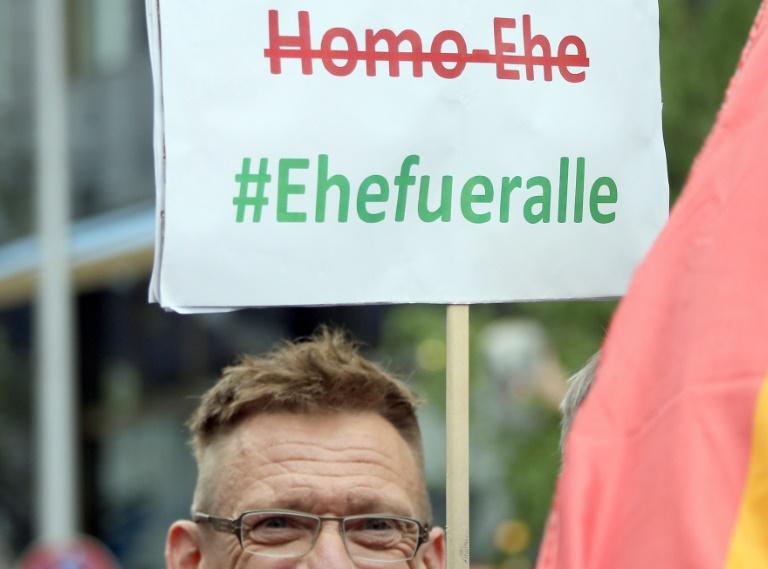 Menschenrechtsbeauftragter begrüßt Homoehe in USA (© 2015 AFP)
