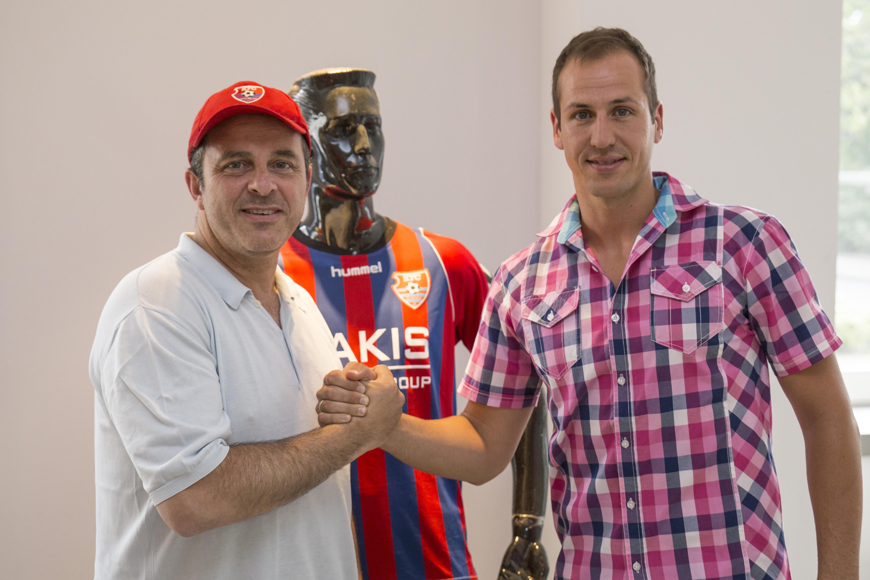 Daniel Schwabke unterschrieb den Vertrag für ein Jahr bis zum 30.06.2016. (Foto: Christian Scholz KFC Uerdingen 05)