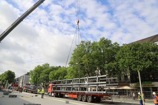 Erste Stahlträger für Überdachung der Haltestelle UdU sind da (Foto: Stadt Krefeld)