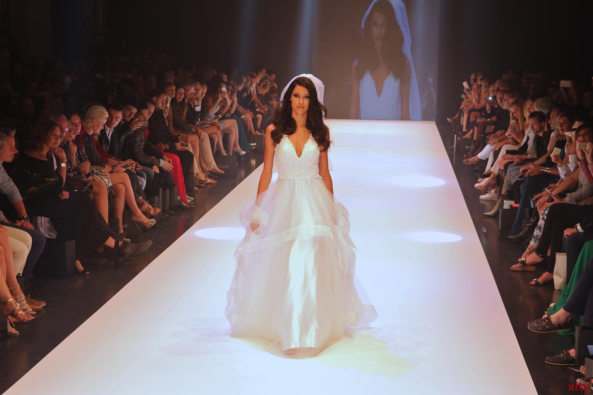 """Als besonderes Highlight zeigte unique die neue Brautmoden-Kollektion """"unique Bride""""(Foto: xity)"""