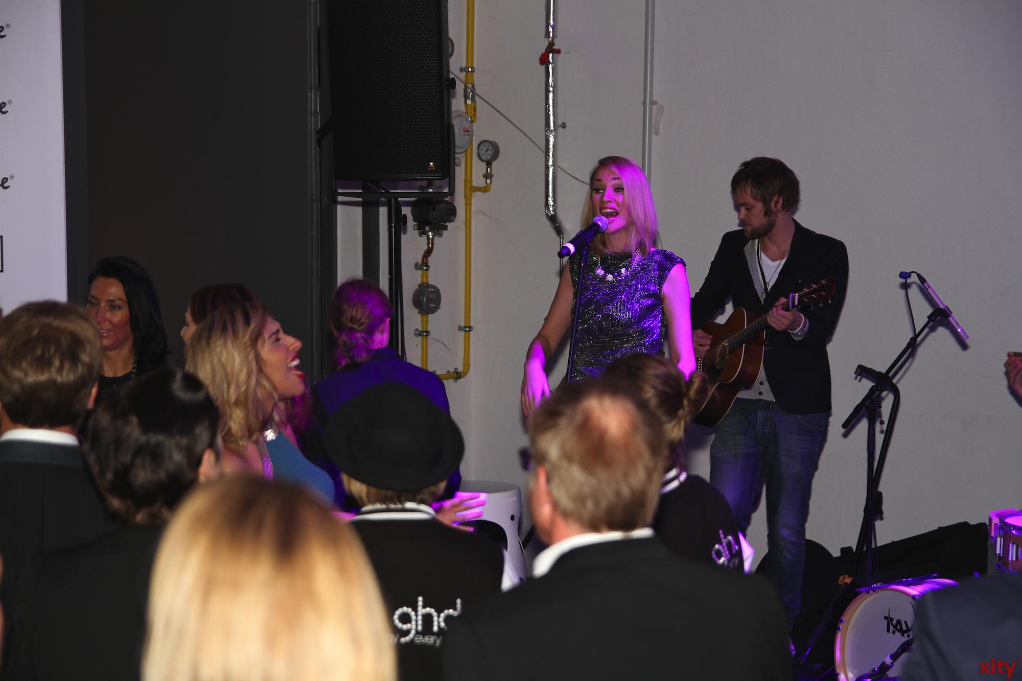 Nach der Modenshow gings zur Aftershow-Party wo Ramona Nerra die Menge mit ihrem Gesangstalent unterhielt (Foto: xity)