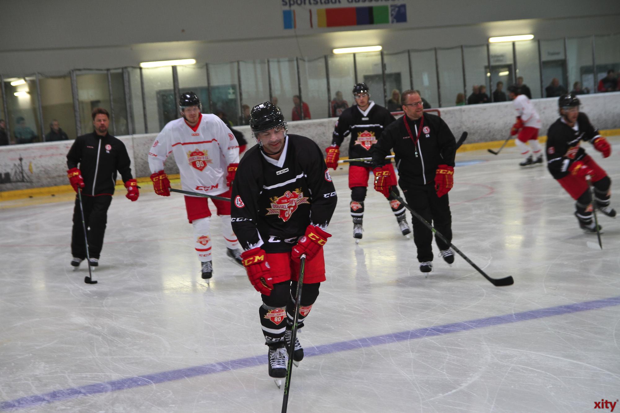 Das Team der DEG stand am Dienstag zum ersten mal gemeinsam auf dem Eis (Foto: xity)