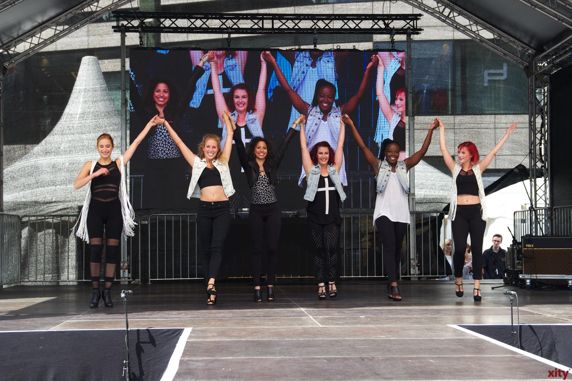 Neben den Modenschauen sorgte eine Tanzgruppe für eine gute Unterhaltung. (Foto: xity)