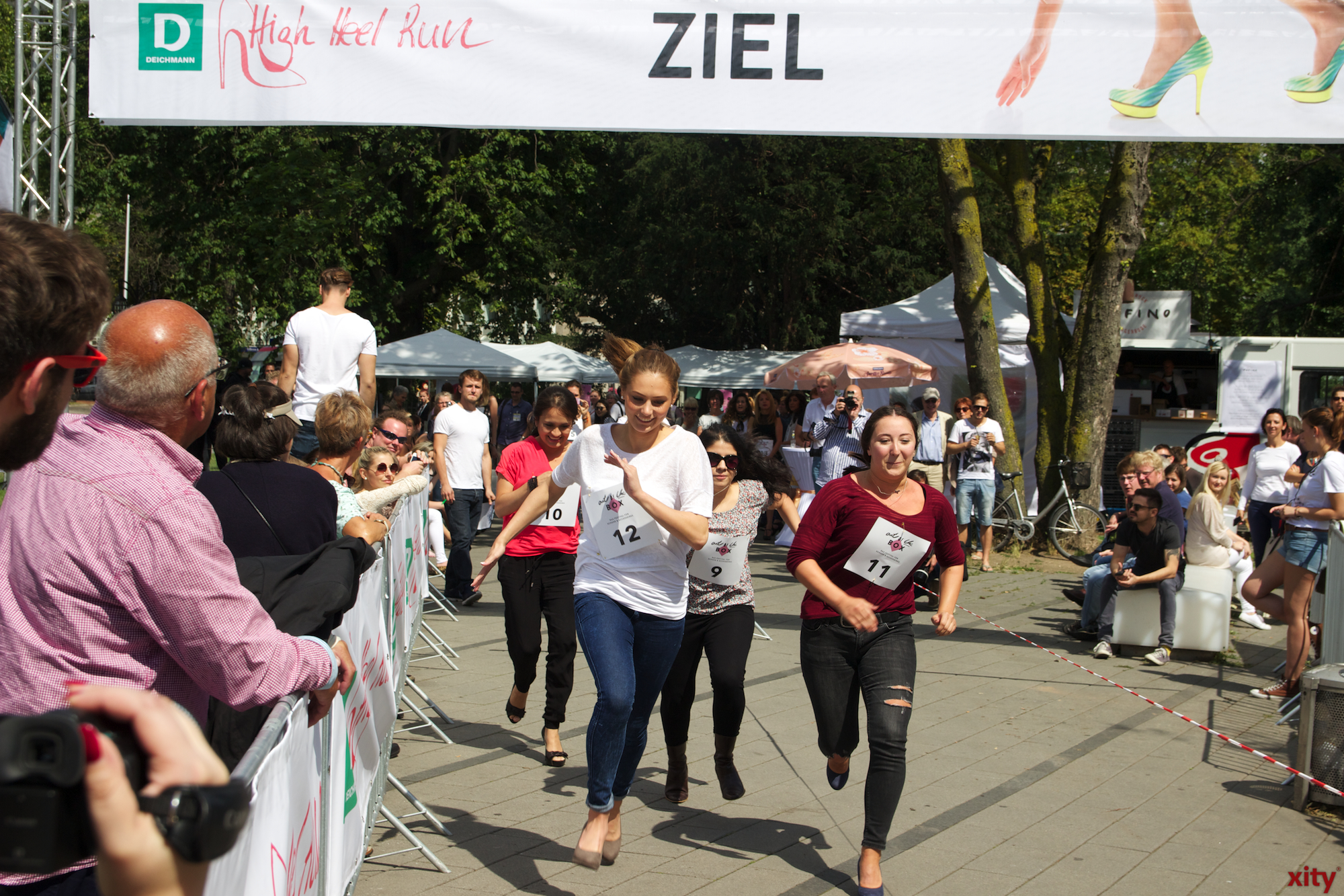 Am Graf-Adolf-Platz fand der erste Deichmann High-Hee-Run statt. (Foto: xity)