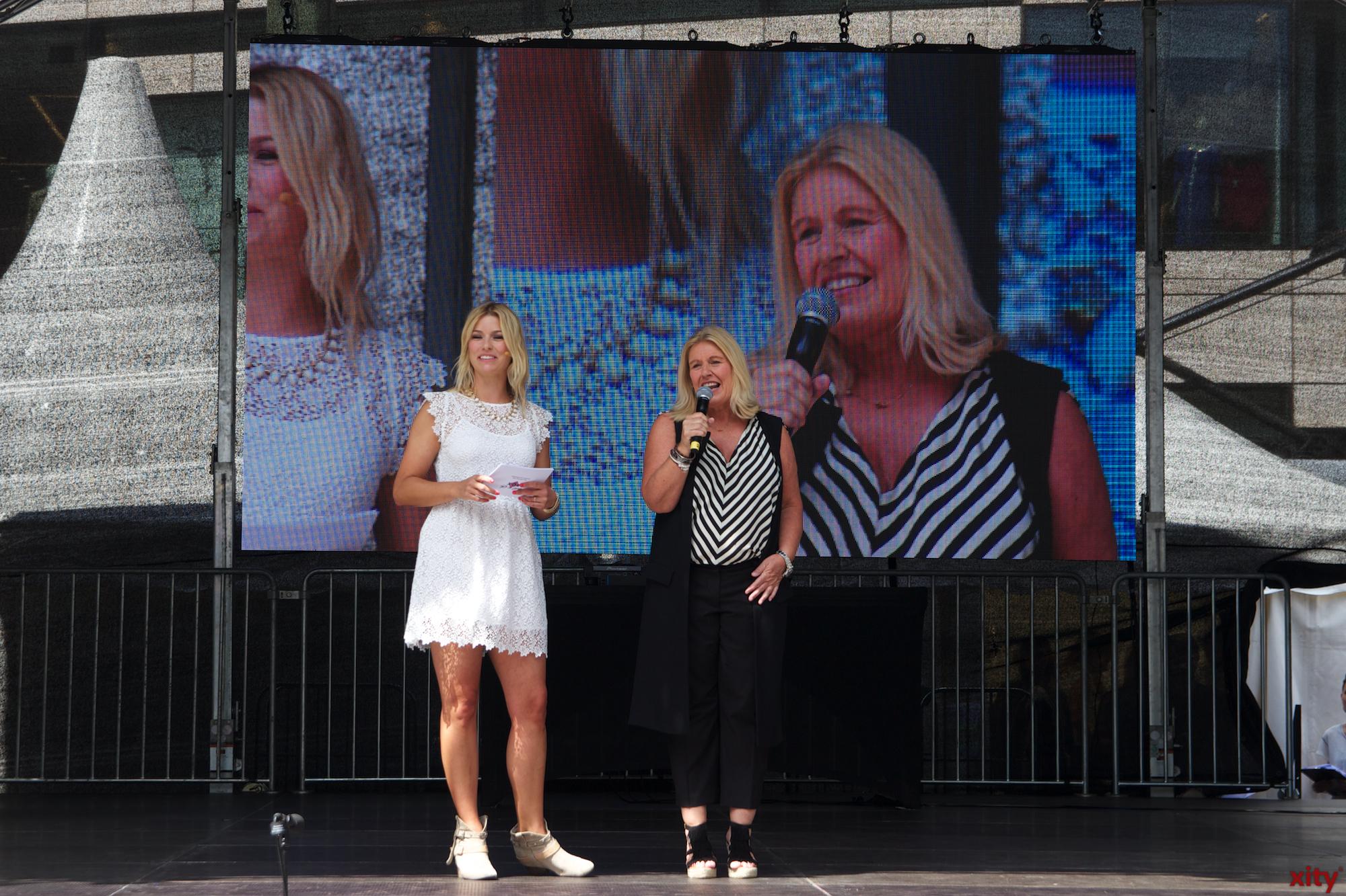 Annica Hansen moderierte das Festival auf der Bühne am Schadowplatz. (Foto: xity)