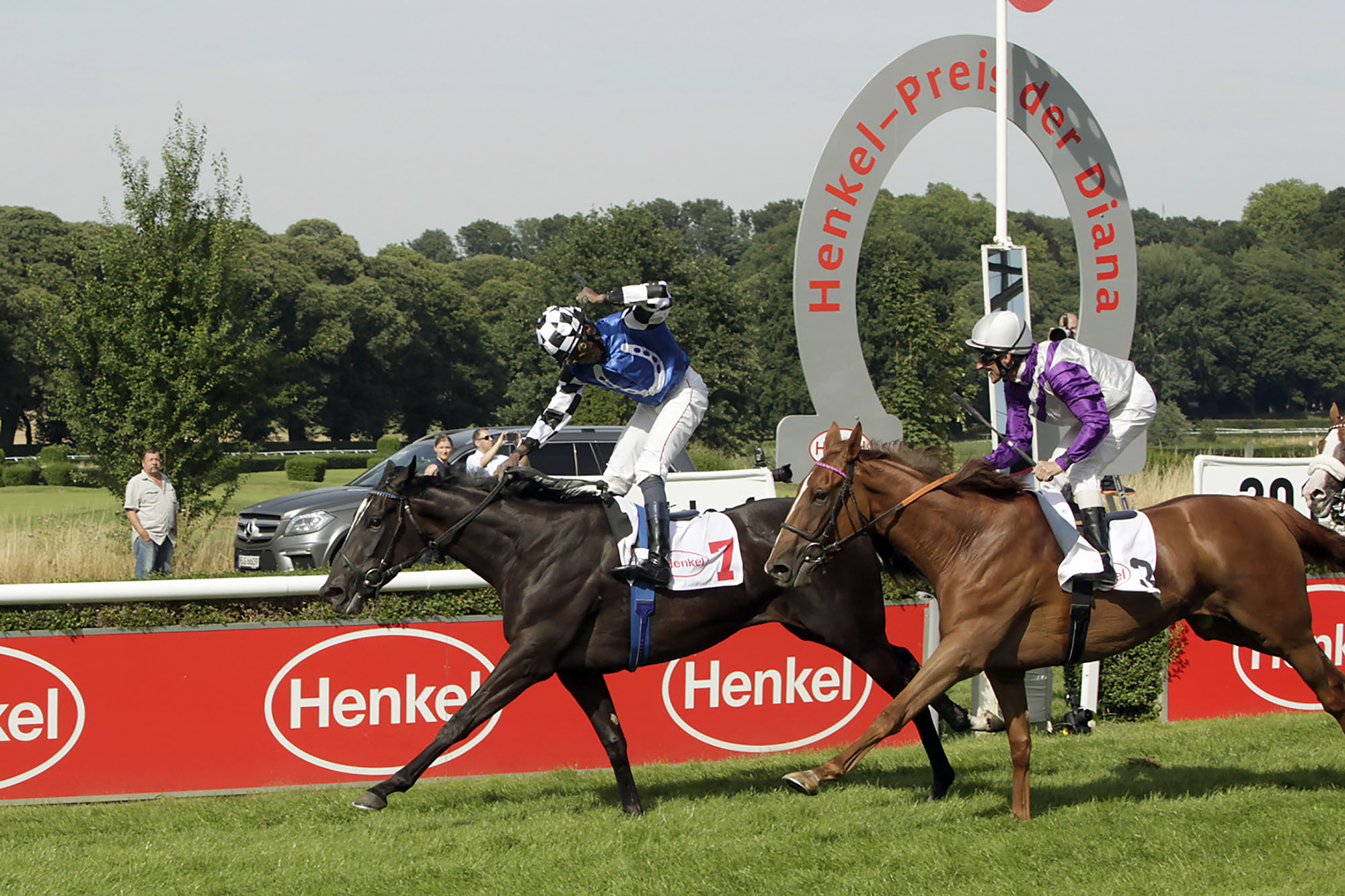 Turfdonna and jockey Eduardo Pedroza at the finish of the feature race at the Henkel award of Diana. (Foto: Henkel Press & Media Relations)