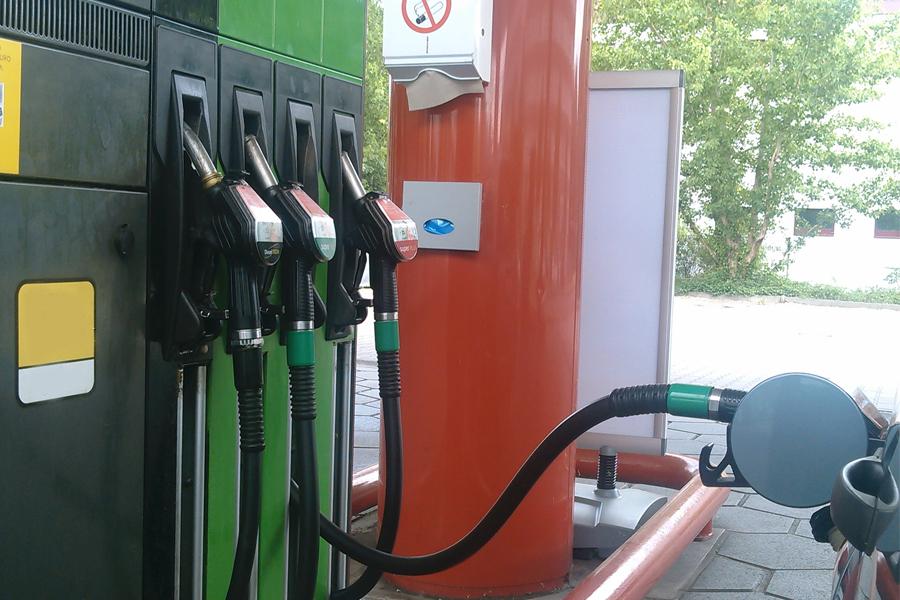 Im Gegensatz zu Diesel, mussten Autofahrer an den Zapfsäulen für ihre Benziner-Pkw tiefer in die Tasche greifen (Foto: xity)