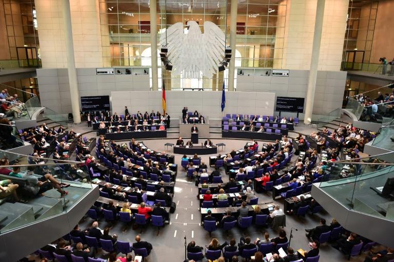 Bundestagsabgeordnete verdienen Millionen nebenher (© 2015 AFP)
