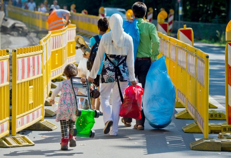 Özoguz fordert zwei Milliarden Euro Flüchtlingshilfe (© 2015 AFP)