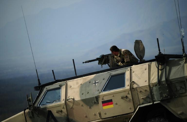 Funke nimmt vertrauliche Bundeswehr-Papiere aus Internet (© 2015 AFP)
