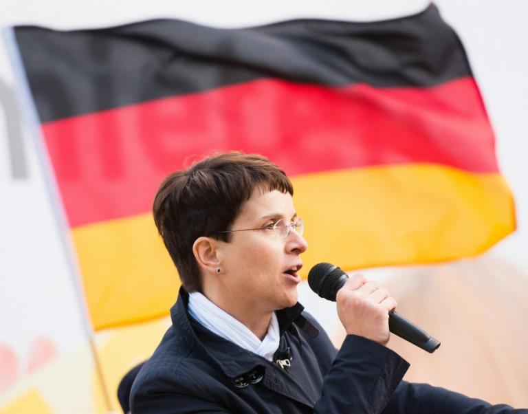 AfD-Chefin gibt Geschäftsführung ihres Unternehmens ab (© 2015 AFP)