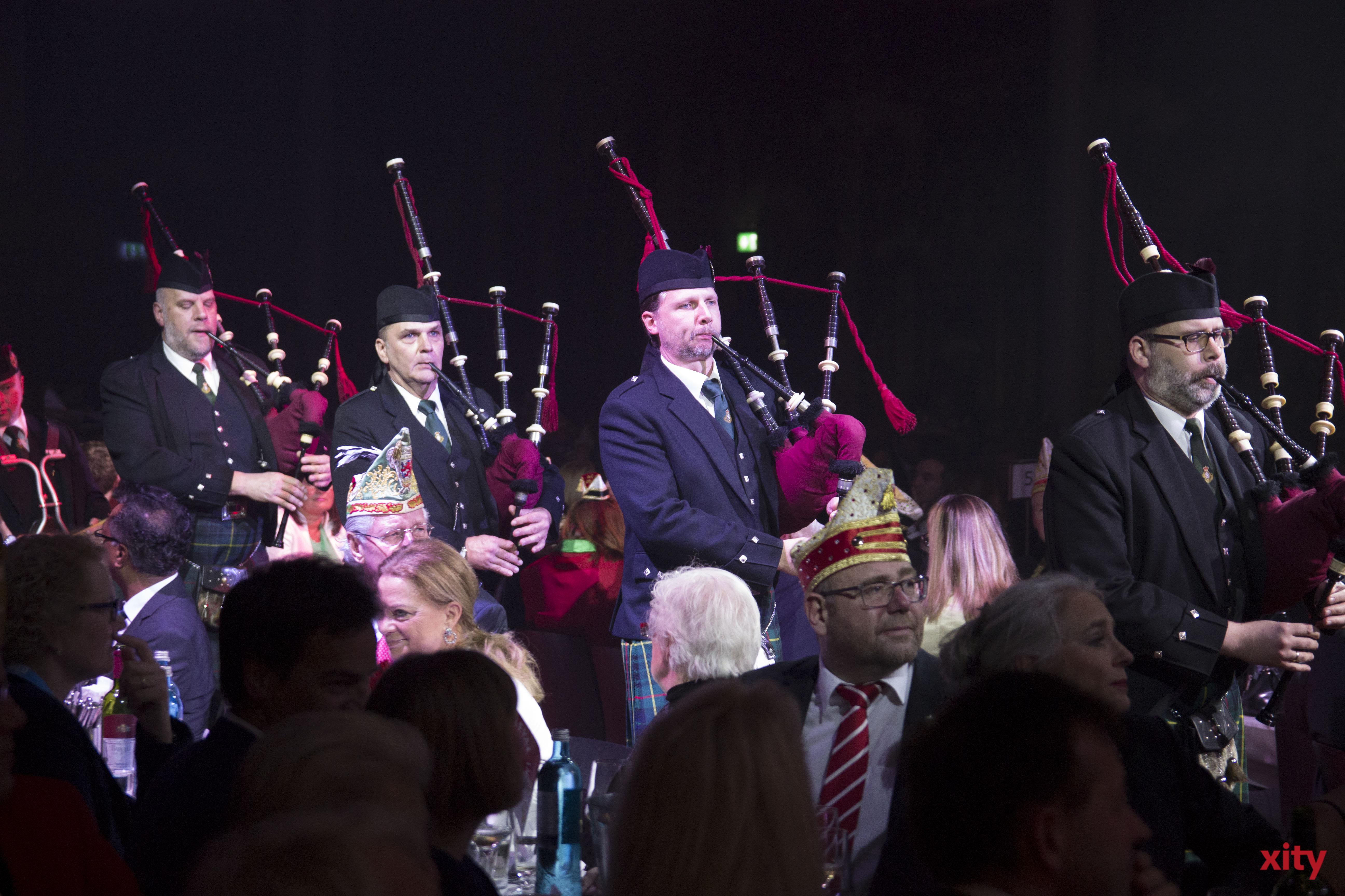 In Kilts und mit Dudelsäcken kamen die Rhine Area Pipes & Drums auf die Bühne (Foto: xity)