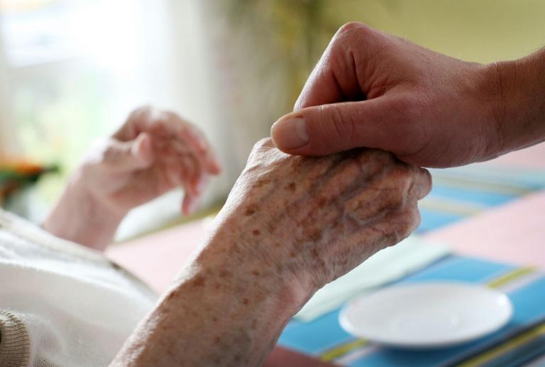 Zahl der Pflegebedürftigen steigt stärker als erwartet (© 2015 AFP)