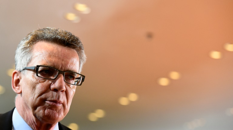 "De Maizière: Bedrohungslage ist ""wirklich ernst"" (© 2015 AFP)"