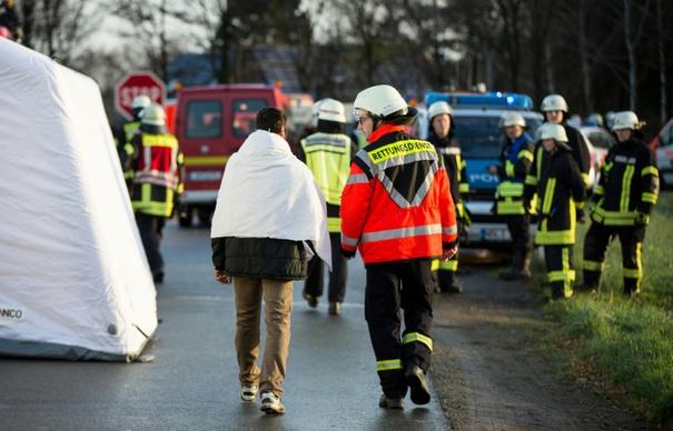 Flüchtlinge bei Busunfall in Nordrhein-Westfalen verletzt (© 2015 AFP)