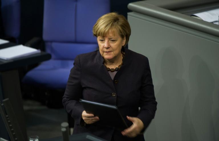 Merkel will verbindliches Klimaabkommen in Paris erreichen (© 2015 AFP)