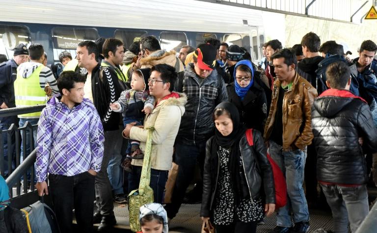 Bundesregierung geht von mehr als 900.000 Flüchtlingen aus (© 2015 AFP)