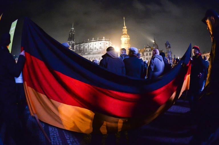 SPD-Politiker für Pegida-Überwachung durch Verfassungsschutz (© 2015 AFP)