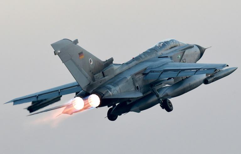 Vier Bundeswehr-Tornados starten zu Einsatz über Syrien und Irak (© 2016 AFP)