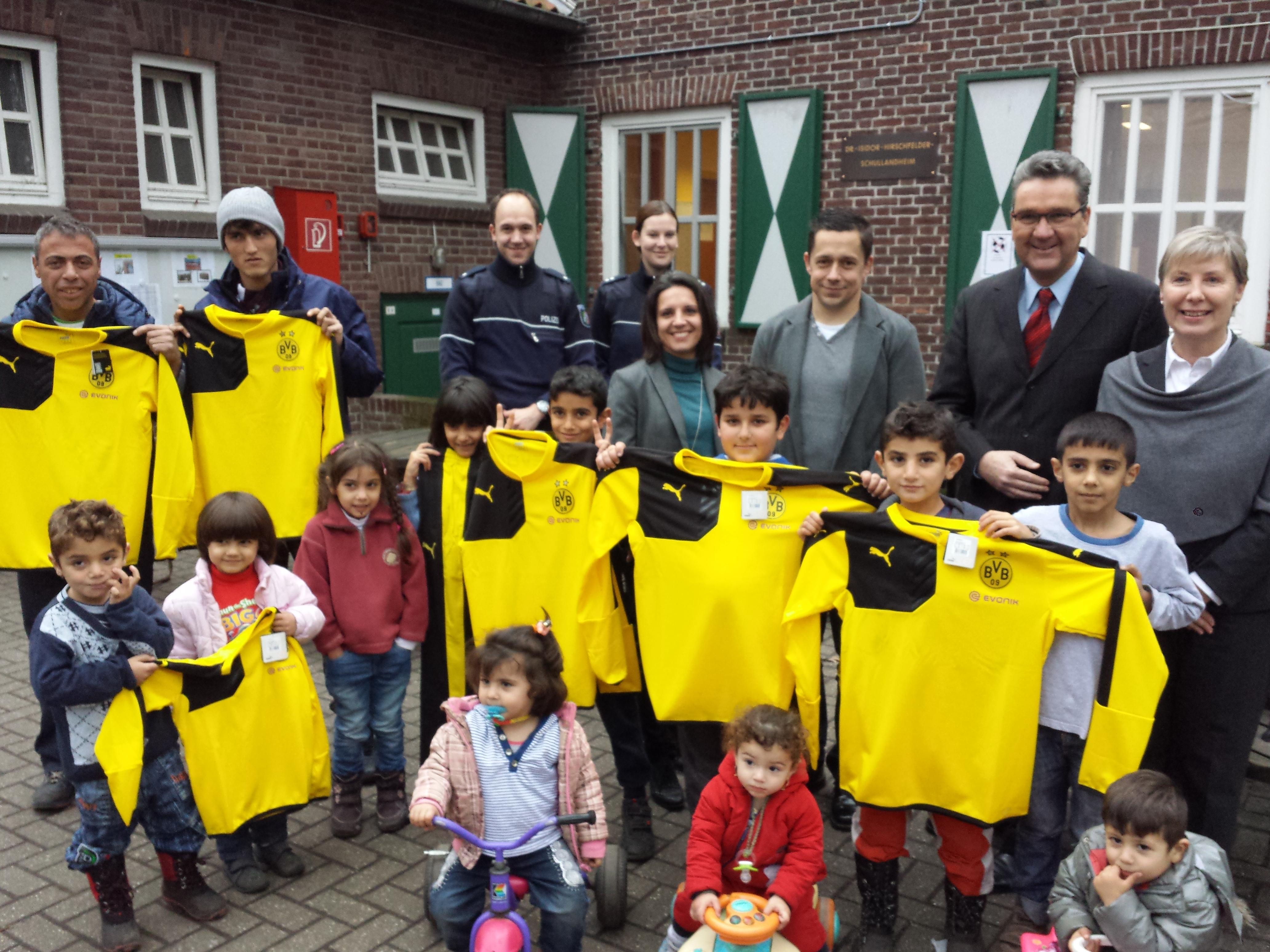 40 Trainingsanzüge für Flüchtlingsfamilien(Foto: Landtagsbüro Ina Spanier-Oppermann)
