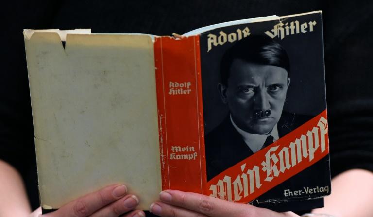 """Historiker stellen Neuausgabe von """"Mein Kampf"""" vor (© 2016 AFP)"""