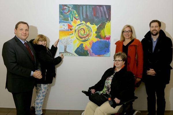 "Bild der Künstlergruppe ""Lebenskunst"" im Rathaus Krefeld enthüllt (Foto: Stadt Krefeld/L. Strücken)"
