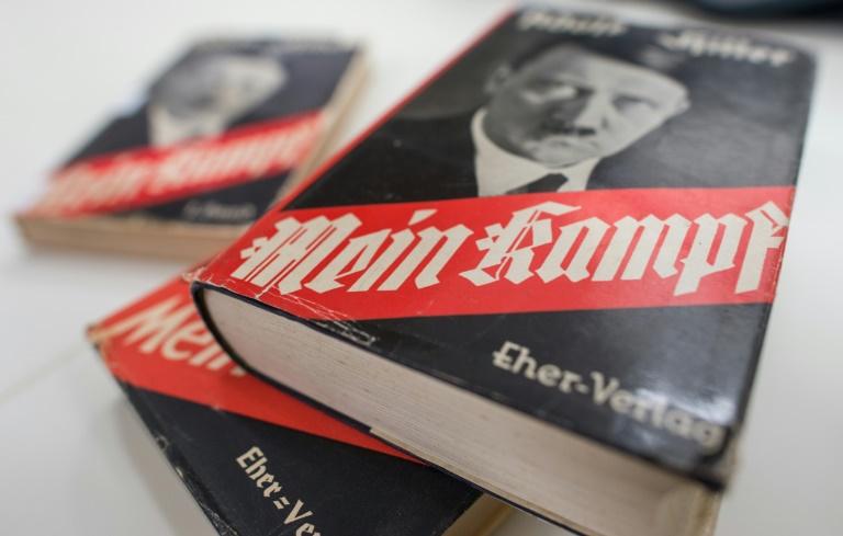"""Historiker stellen deutsche Neuauflage von """"Mein Kampf"""" vor (© 2016 AFP)"""