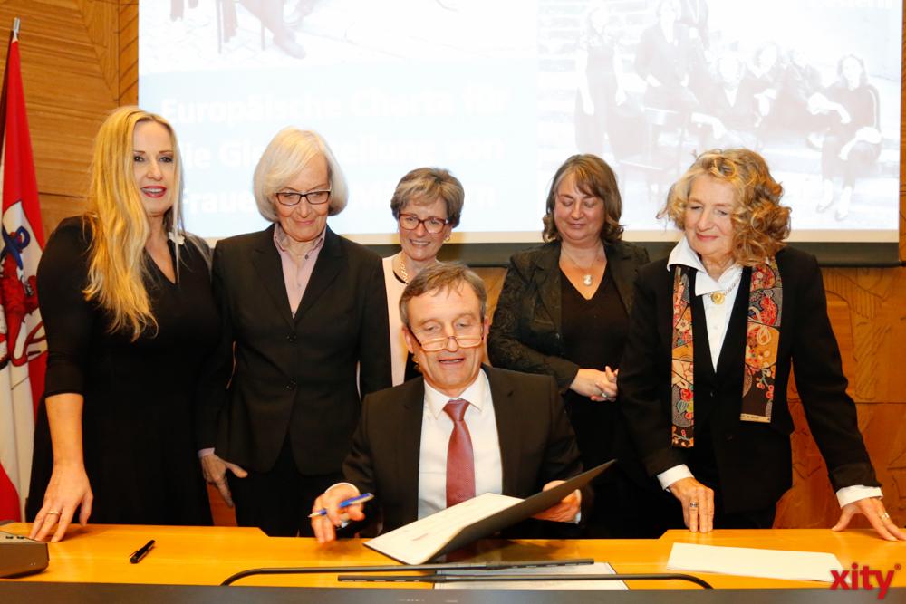 OB Geisel unterzeihnet die EU-Charte für die Gleichberächtigung von Frauen und Männern (Foto: xity)
