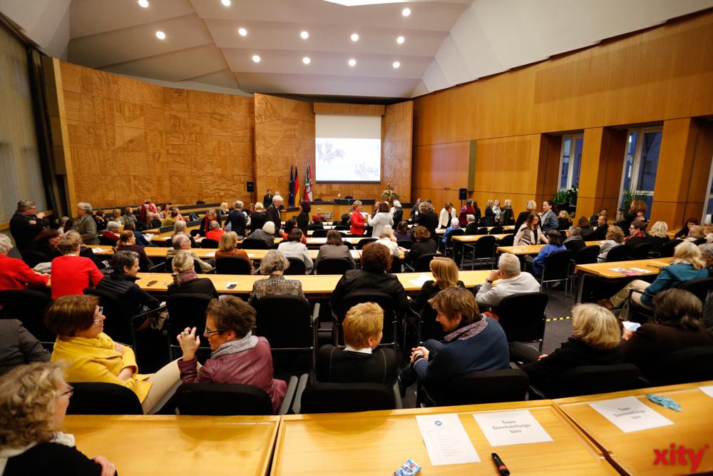 Die Feier fand im Plenarsaal des Rathauses statt (Foto: xity)