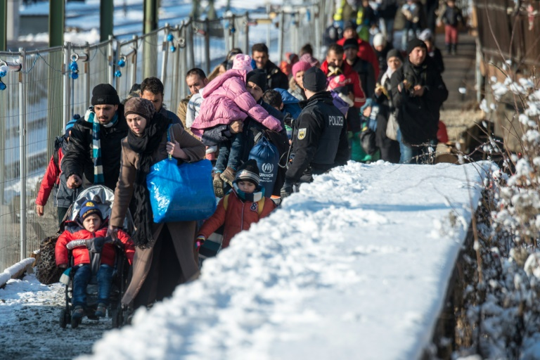 An den deutschen Grenzen werden immer mehr Flüchtlinge abgewiesen (© 2016 AFP)