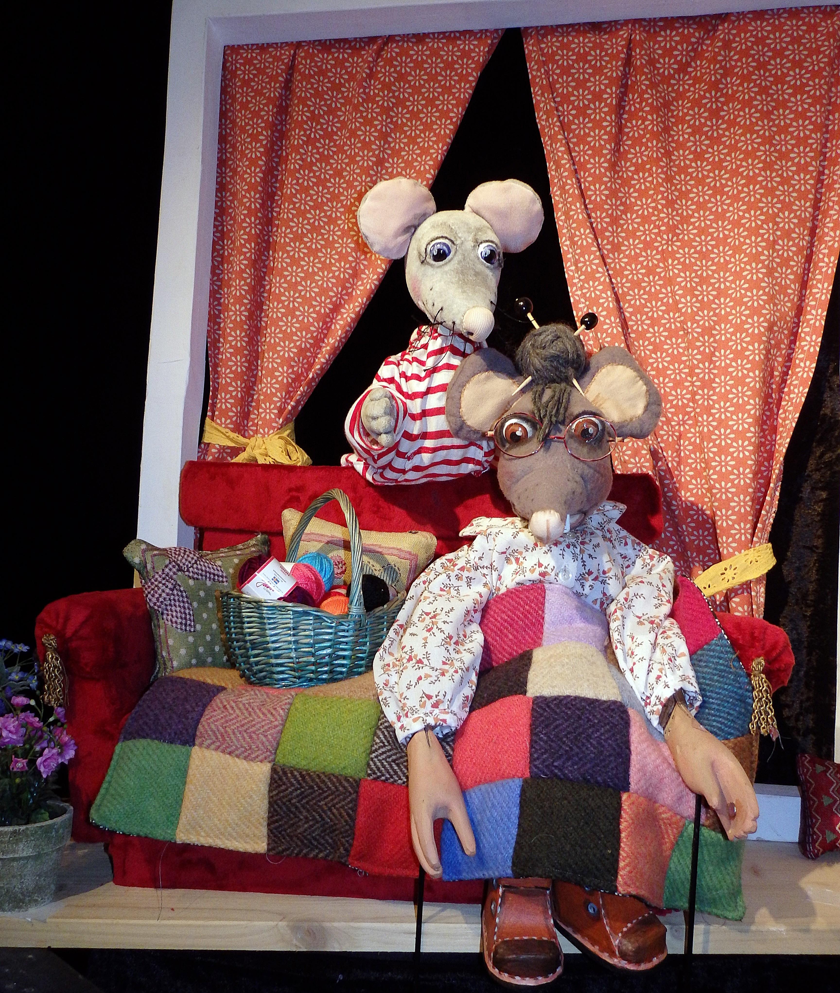 """""""Bei Oma Maus im Haus"""" (Foto: Puppentheater Helmholtzstraße)"""