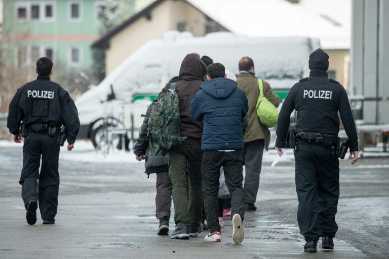 Polizeigewerkschaft widerspricht Ministerium bei Flüchtlings-Registrierung (© 2016 AFP)