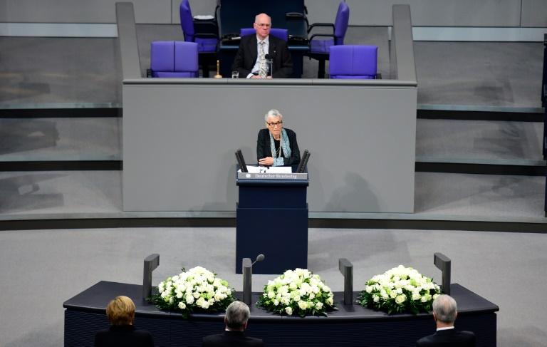 """Holocaust-Überlebende lobt Merkels """"Wir schaffen das"""" als heroisch (© 2016 AFP)"""