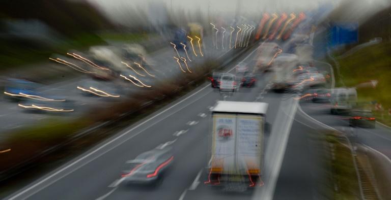 Verkehrsminister Dobrindt gegen Eignungstest für Senioren am Steuer (© 2016 AFP)