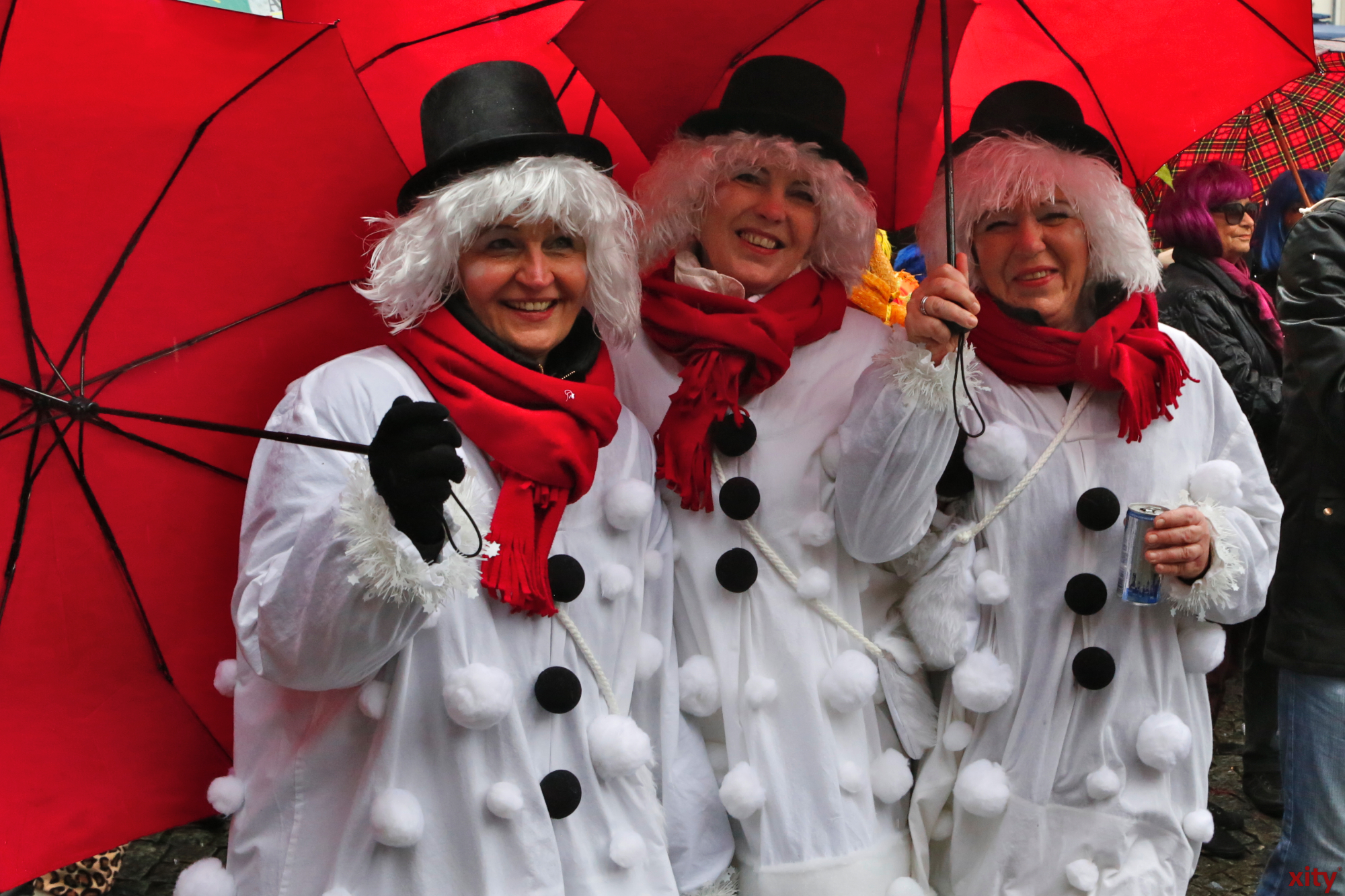 These women came dressed as snowmen in concordance with the weather. (Photo: xity)