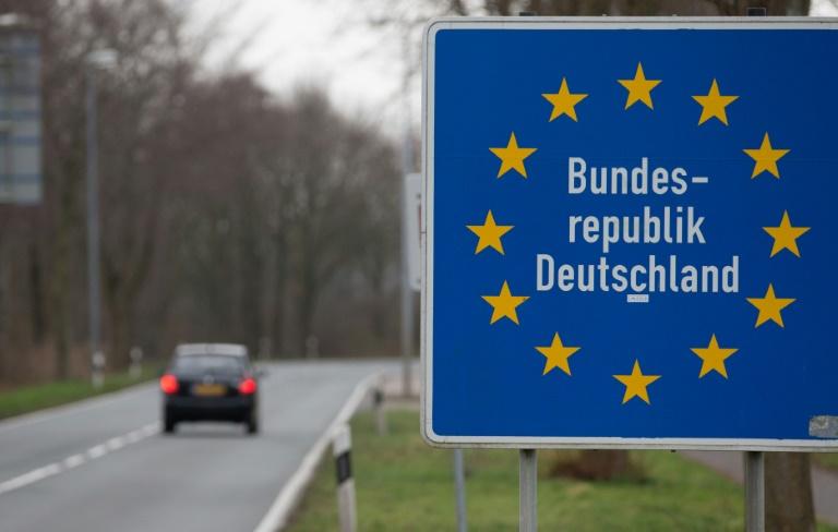 Tillich fordert verstärkte Kontrollen an deutschen Grenzen (© 2016 AFP)