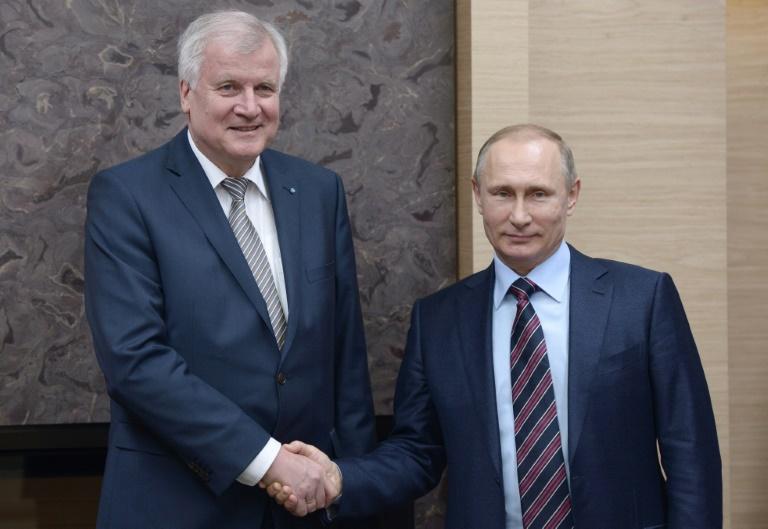 Seehofer weist Kritik an Moskau-Reise zurück (© 2016 AFP)