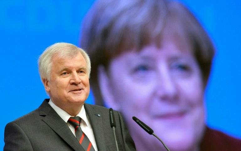 """Linke wirft Seehofer nach Äußerung zu Unrechtsherrschaft """"Maulheldentum"""" vor (© 2016 AFP)"""