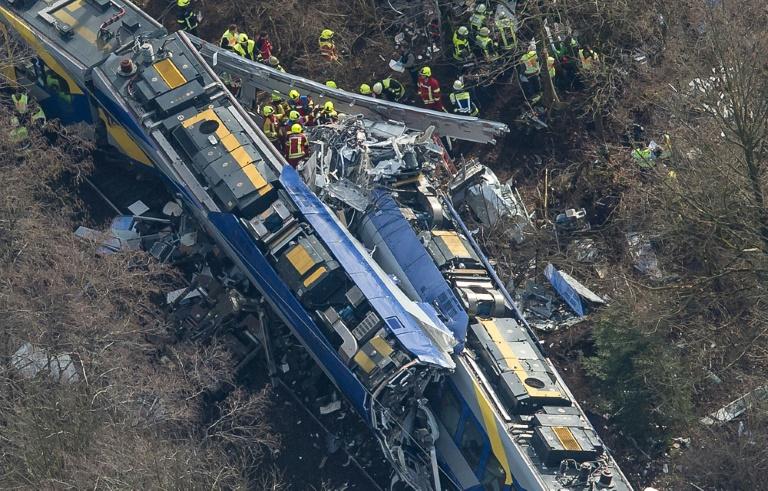 Alle Todesopfer des Zugunglücks von Bad Aibling identifiziert (© 2016 AFP)