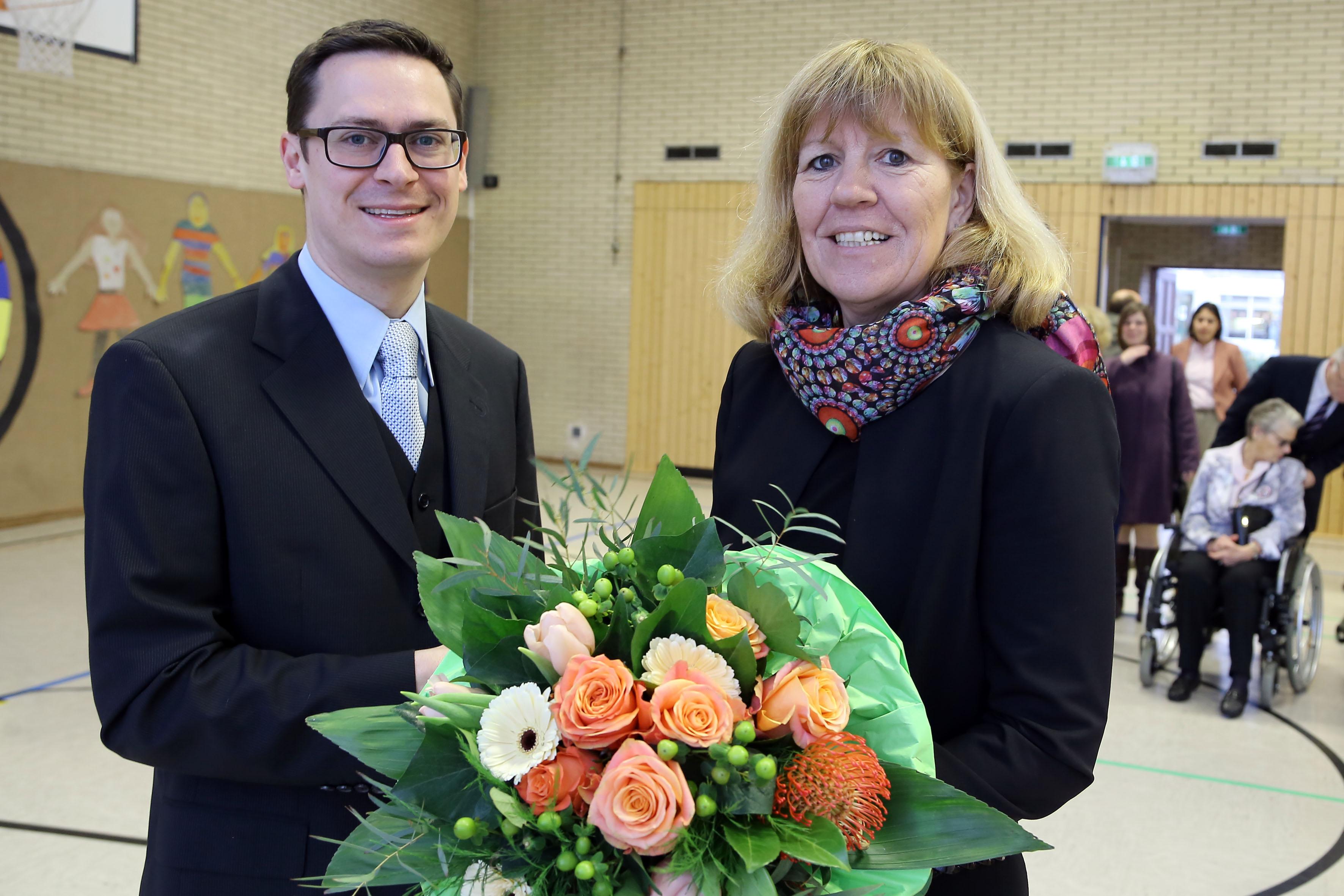 Sebastian Braune nun offiziell Leiter der Mosaikschule (Foto: Stadt Krefeld/L. Strücken)