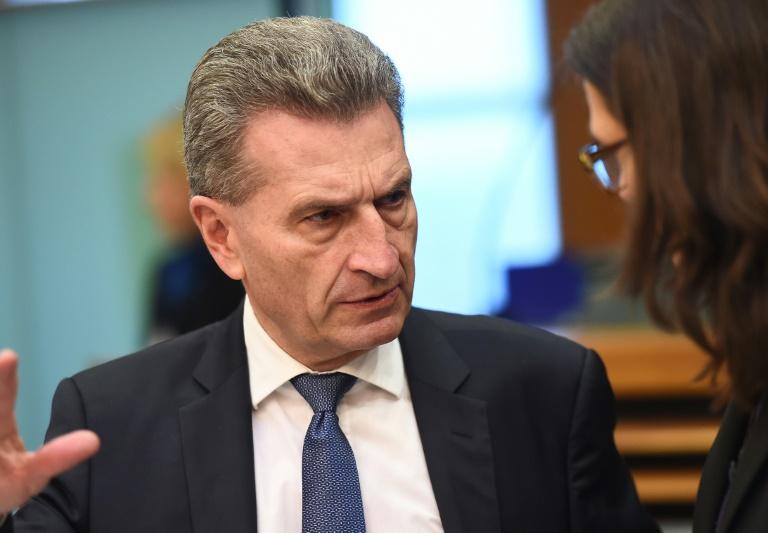 Oettinger löst mit Petry-Kritik scharfes Wortgefecht aus (© 2016 AFP)