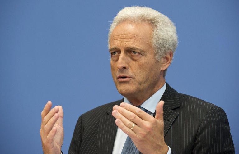 CSU-Politiker Ramsauer fordert rasche Klage gegen Merkels Politik (© 2016 AFP)