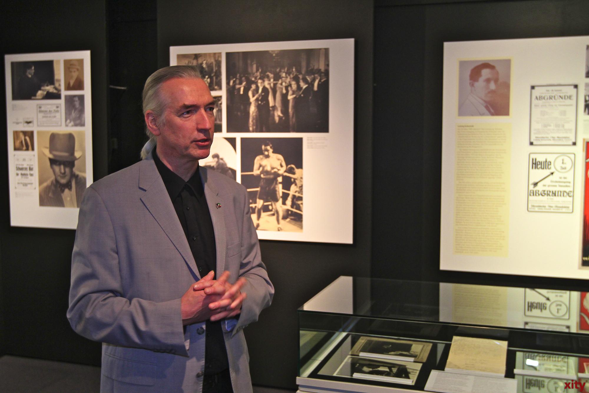 Museumsdirektor Bernd Desinger führte durch die brandneue Ausstellung (Foto: xity)